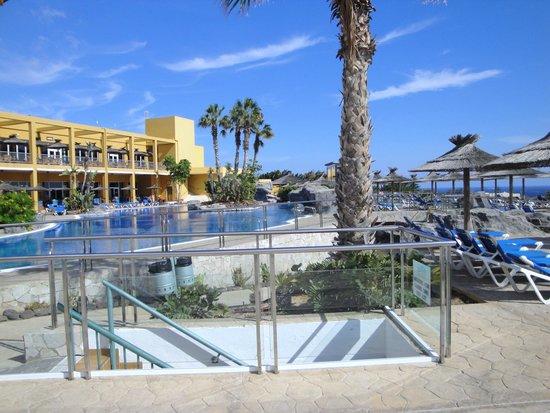 Piscine photo de ambar beach resort spa jandia for Prix piscine chatillon