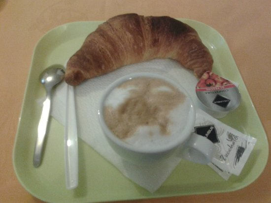 Hotel Post: Very poor breakfast. Tasty and fresh croissant.