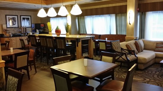 Hampton Inn Wilkesboro: breakfast area