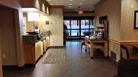 Hampton Inn Wilkesboro: lobby area