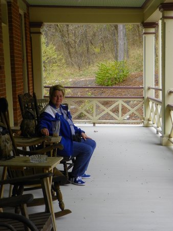 Schenck Mansion Bed & Breakfast Inn: Relaxing 2nd Floor Porch