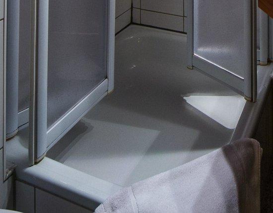 Hotel Blankenburg: Manche Fuge der Duschtür könnte sauberer sein