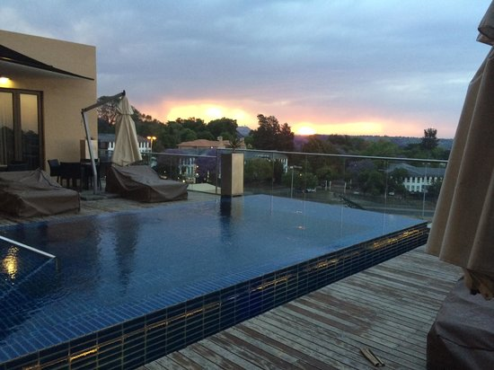 Southern Sun Hyde Park Sandton: Dramatic view as thunderstorm develops.