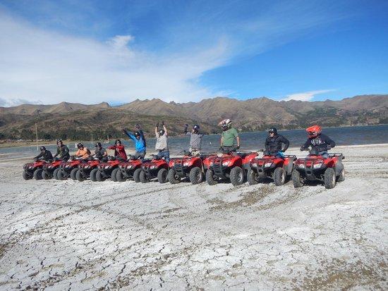 Peru Moto Tours : En la primera laguna