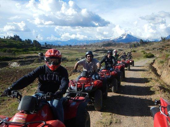 Peru Moto Tours : Camino a la segunda laguna