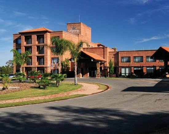 Regency Park Hotel + Spa: Fachada
