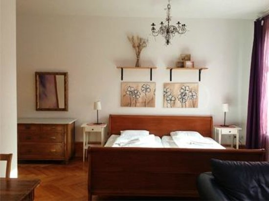Guesthouse Basel: Sonnenapartment, Wohn / Schlafzimmer