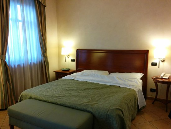 BEST WESTERN PLUS Hotel Le Rondini : Letto over-size