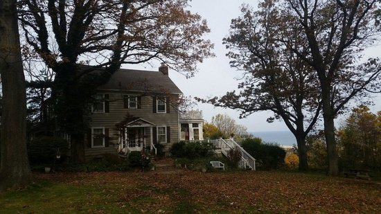 SeaScape Manor Bed & Breakfast : Side of house - on top of hill overlooking forest & ocean