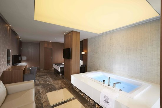 Monte Cino Boutique Hotel Luxurious Room With Spa Bath