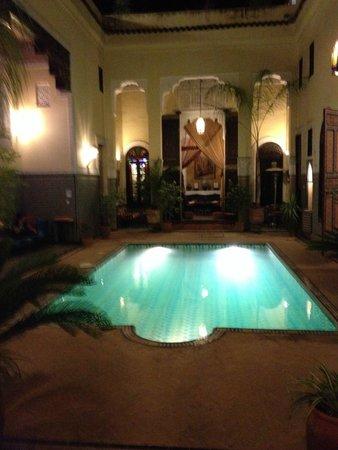 Riad Fes Baraka : De noche es un oasis de tranquilidad