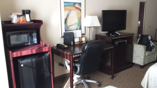 Magnolia Inn & Suites Pooler: office desk