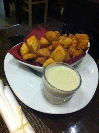Taberna La Piedra: Antipasto di patate con crema di formaggi