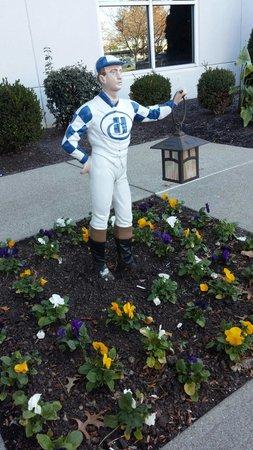 Hilton Lexington Suites: Guard jockey..