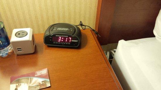 كراون بلازا تورنتو إيربورت: Time of the Fire Alarm. Woke up smelling smoke!