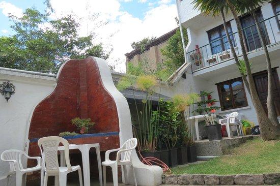 L'Auberge Inn: Le patio