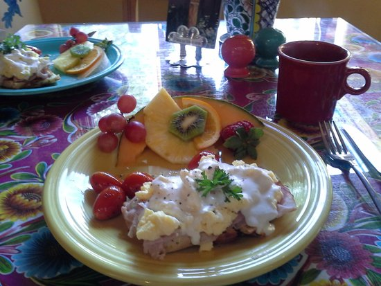 El Paradero Bed and Breakfast Inn: one of our breakfasts