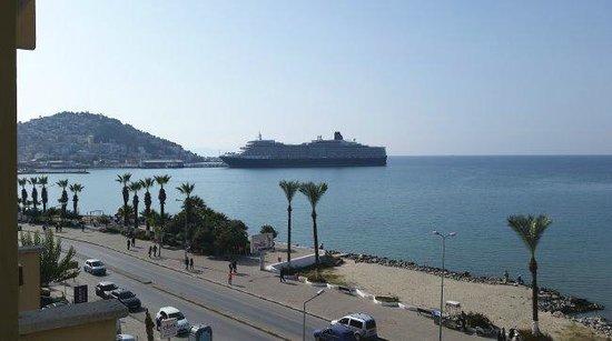 Sozer Hotel : View towards cruiseships & Pigeon island