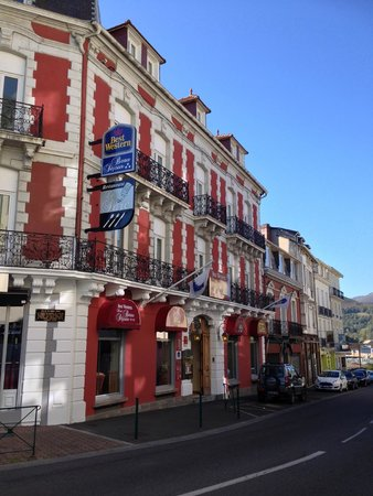 Best Western Hotel BeauSejour Lourdes : Outside from across the street