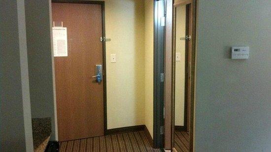 Comfort Suites Sanford: Entry