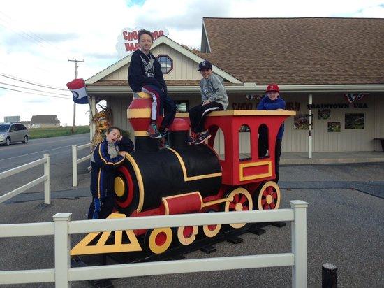 Choo Choo Barn: Kids having fun!
