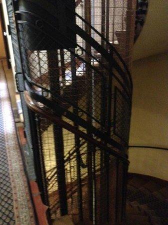 Hotel Azur: old lift
