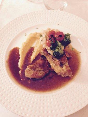 Hotel restaurant Fabry : Pintade sur lit de légumes