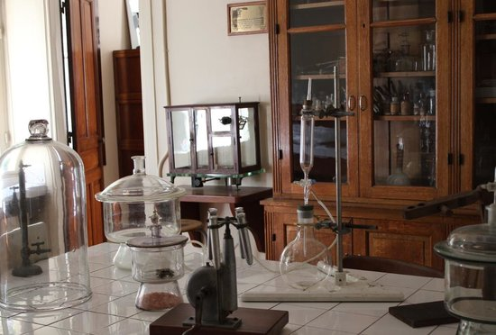 Musee Curie: Madame Curie's lab