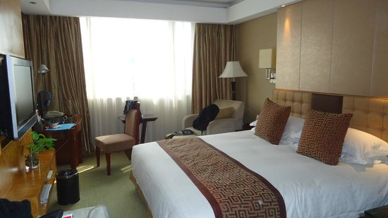 Ramada Plaza Yiwu: room, included a pc