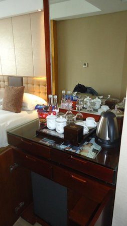Ramada Plaza Yiwu: room, there was also a fridge