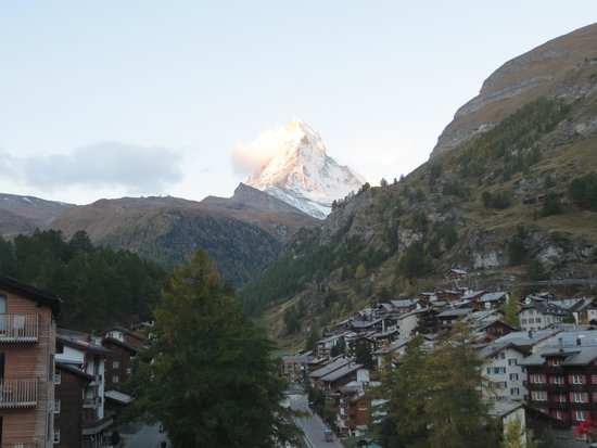 Hotel La Couronne : View of the Matterhorn from our Room # 407