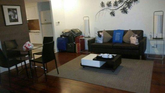 Phachara Suites : Living room