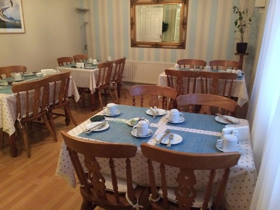 Kenny's Guesthouse: Charming breakfast room