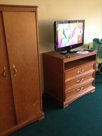 Ramada Middletown Newport Area: Bedroom TV