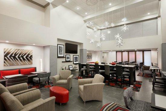 Hampton Inn & Suites Roanoke Airport