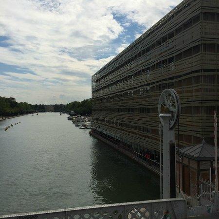 St Christopher's Canal Paris : canal