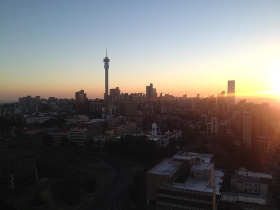 Protea Hotel by Marriott Johannesburg Parktonian All-Suite: Rooftop views over JHB CBD