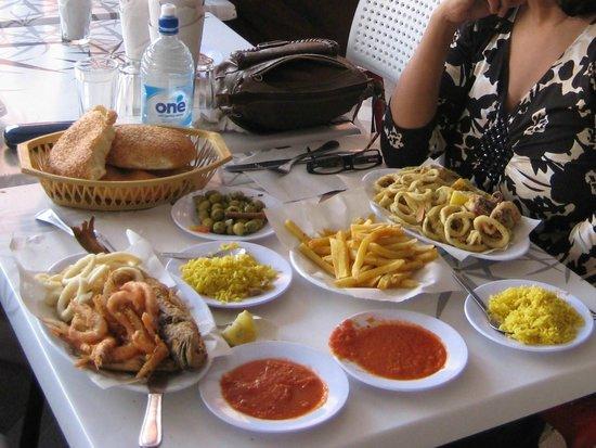 Al Bahriya Seafood Restaurant: Seafood plater & fried calamari