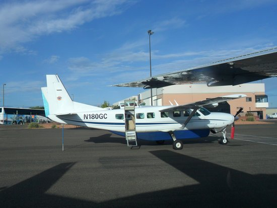 Westwind Air Service: Monument Valley tour
