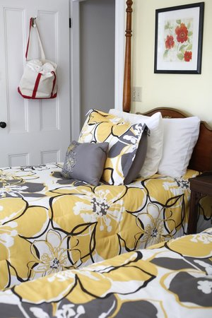 Kendall Tavern Inn Bed and Breakfast: #2 Boston Room
