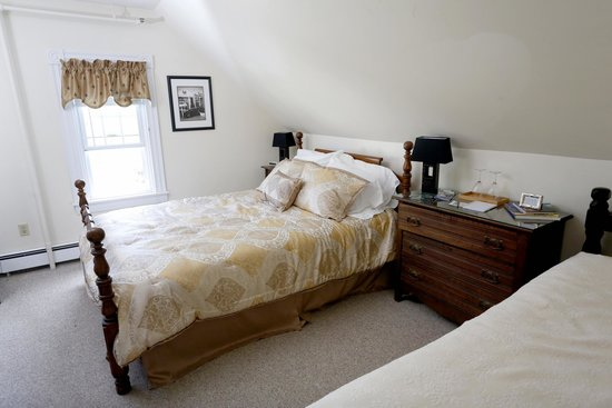Kendall Tavern Inn Bed and Breakfast: #6 New Orleans Room