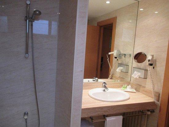 NH Logroño: Baño