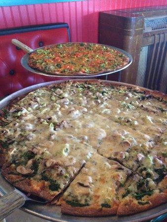 Oregano's Pizza Bistro: HUGE pizzas!