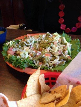 Acapulco Restaurant: Salad with cactus