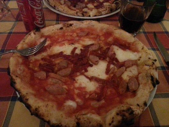 Pizzando Grigliando: Pizza Salame piccante e Salsiccia