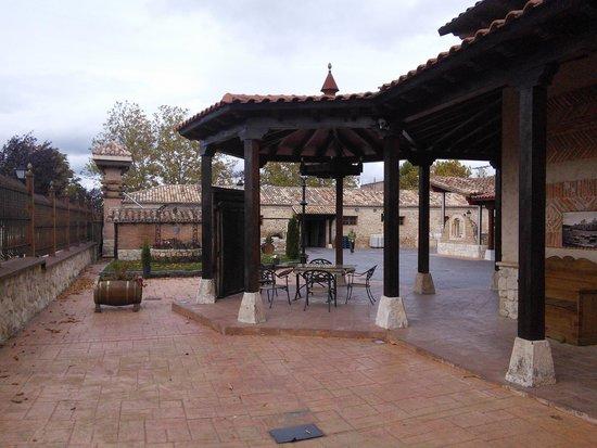 Bodegas El Lagar de Isilla: outside