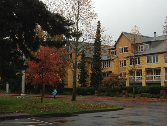 Semiahmoo Resort: Looking at the hotel from the spa