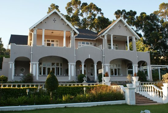 Parkes Manor: Vorderansicht des Hotels