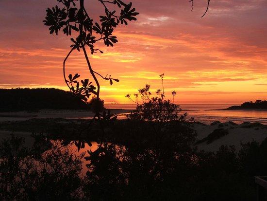 Lake Conjola Entrance Holiday Park : Sunrise Lake Conjola style