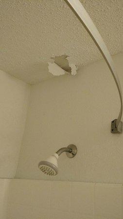 Extended Stay America - San Antonio - Colonnade: Ceiling peeling in Bathroom!
